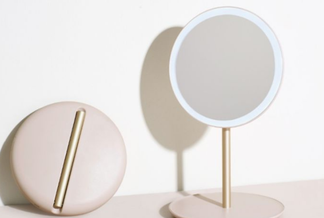 Things To Pay Attention To When Choosing Makeup Mirrors
